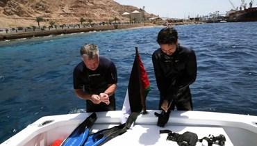 الملك الأردني وولي العهد يغطسان لحماية الثروة البحرية