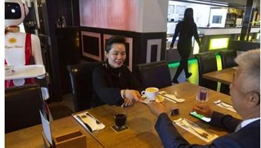 مطعم هولندي يستخدم الروبوتات لتقديم الطلبات بسبب كورونا