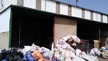 الأمن يدهم معملاً لإعادة تدوير المواد البلاستيكية في سرعين وتوقيف صاحبه
