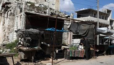 نازحون يفضّلون منازلهم المدمرة على التعرض لكوفيد-19 في مخيمات إدلب