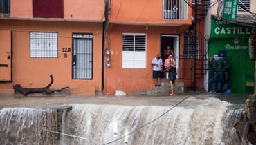 """العاصفة """"لورا"""" تضرب كوبا بعد اجتياحها هايتي: """"ماركو"""" يتقدم نحو أميركا"""