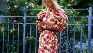 بالصور- إليك الفساتين الصيفيّة التي سنرتديها دائمًا في بداية الخريف