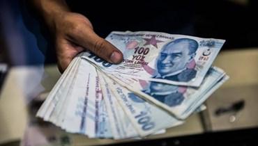 الليرة التركية تسجّل انخفاضاً قياسياً... تهديد بعقوبات أوروبية