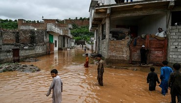 أمطار غزيرة تجتاح كراتشي: فيضانات ونزوح سكان
