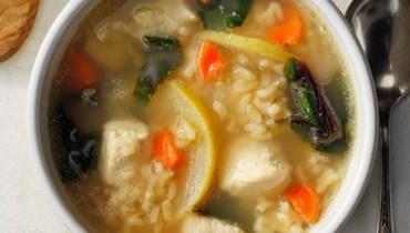 شوربة الدجاج مع الأرز والليمون: طبق من المطبخ العالمي