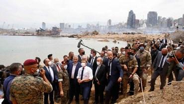 ماكرون يَسير في حقل ألغام السياسة اللبنانية حاملاً الجزرة والعصا