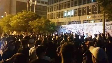 """وقفة أمام مصرف لبنان تخليداً لروح عبد عباس... """"عندما نموت سنرفع على الأكتف"""""""