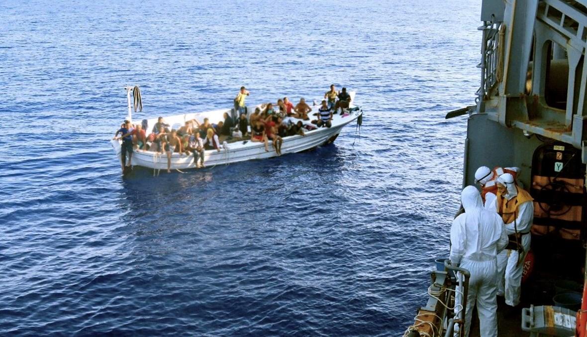 قارب لمهاجرين غير شرعيين
