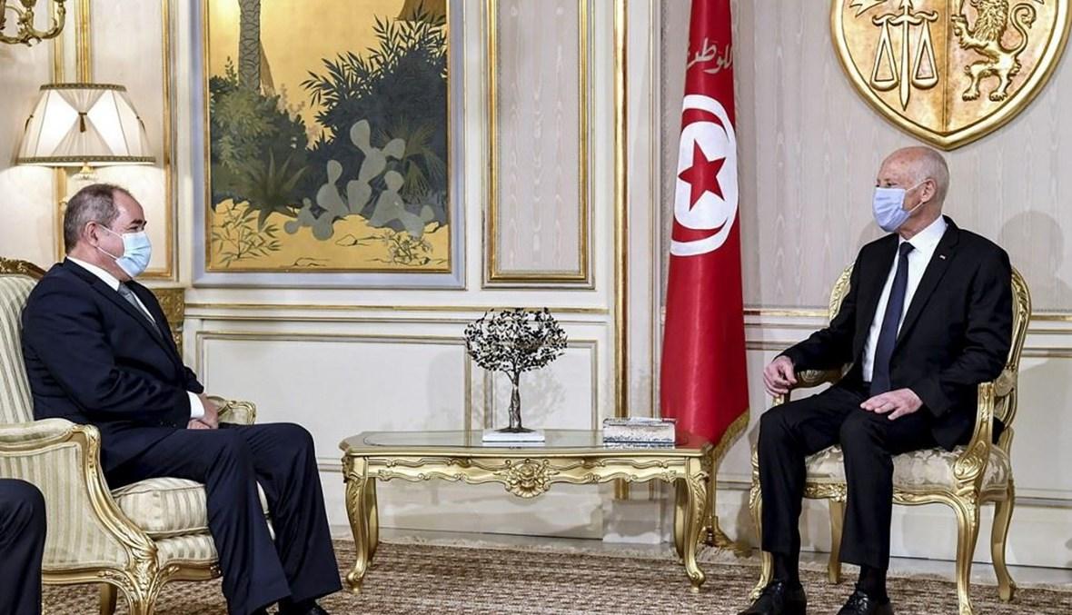 الرئيس التونسي ووزير الخارجية الجزائري (أ ف ب).