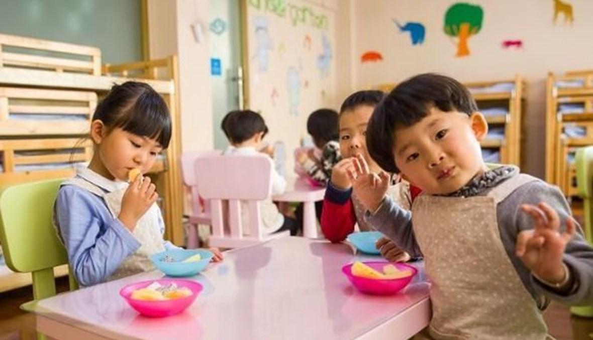 مدرّسة صينيّة تُسمّم 25 طفلاً في الرّوضة.