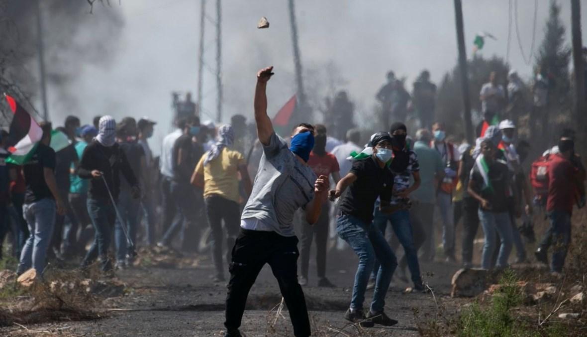 فلسطينيون خلال المواجهات مع الجيش الاسرائيلي في كفر قدوم (2 ت1 2020، أ ف ب).