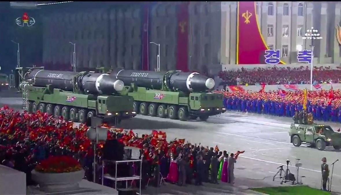 عرض الصاروخ البالستي العابر للقارات في ساحة كيم إيل سونغ في بيونغ يانغ (10 ت1 2020، أ ف ب).