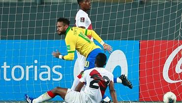 نيمار يقود البرازيل إلى الفوز على بيرو