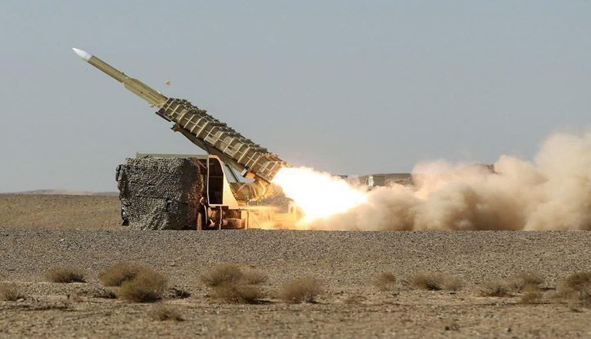 """منظومة دفاع جوي إيراني خلال اليوم الأول لمناورات """"المدافعون عن سماء الولاية 99"""" (أ ف ب)."""