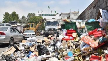 """بوادر حل لأزمة النفايات وبدء تنظيف الشوارع  آلية تنفيذية بالتنسيق بين """"المال"""" ومصرف لبنان"""