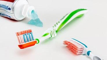 طولها 19 سنتيمتراً… رجل يبتلع فرشاة أسنان أثناء تنظيف أسنانه