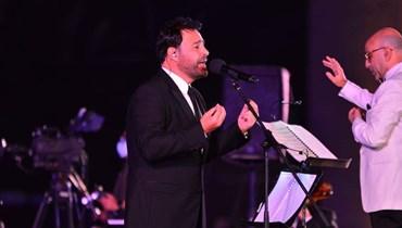 على أنغام الدبكة اللبنانية... عاصي الحلاني يشعل رابع حفلات أيام مهرجان الموسيقى العربية (صور)
