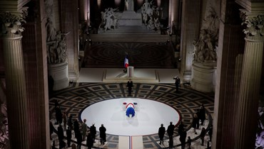 في ذكرى هدنة 11 تشرين الثاني... ماكرون يترأس مراسم إدخال جثمان الكاتب موريس جونوفوا إلى البانتيون (صور)