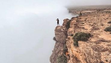 قمة جبل سمحان في سلطنة عمان  تعانق السحاب بمناظر طبيعية خلّابة