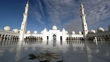 الإمارات تعيد فتح مساجدها اعتباراً من 4 كانون الأول بطاقة استيعابية لا تتجاوز 30%