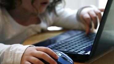 منافسة محتدمة لتقديم أجهزة لوحية وهواتف ذكية للأولاد... والأهل يُشرفون!\r\n