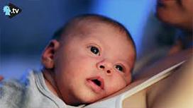 هل صحيح أنّ الطفل يكتسب المناعة من أمّه بالرضاعة؟